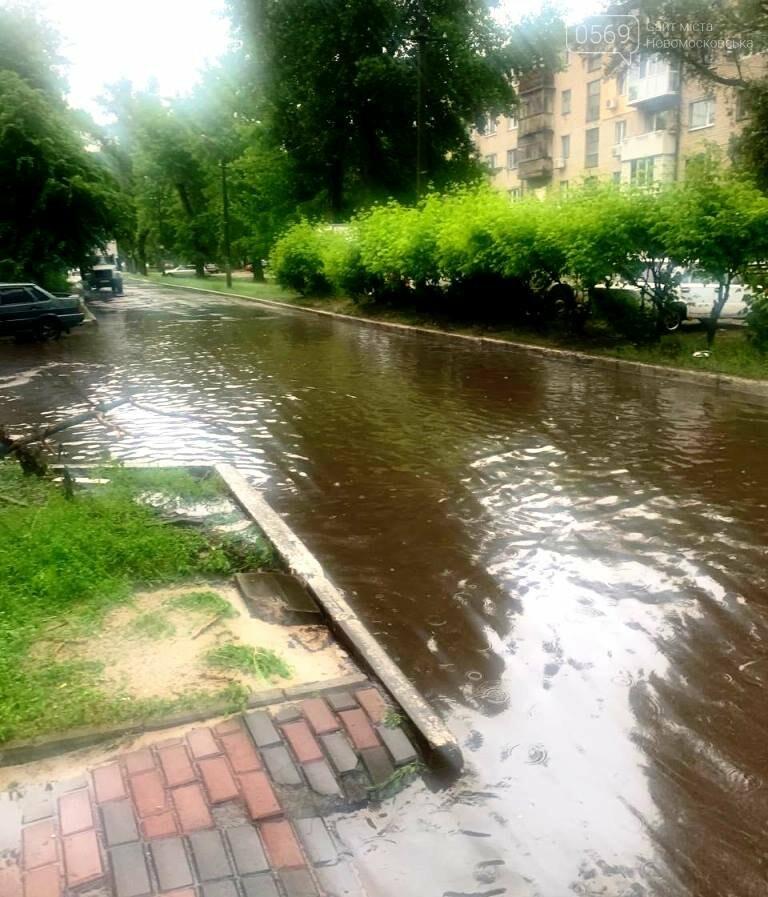 Комунальники три доби поспіль відкачували воду з вулиць Новомосковська, фото-5