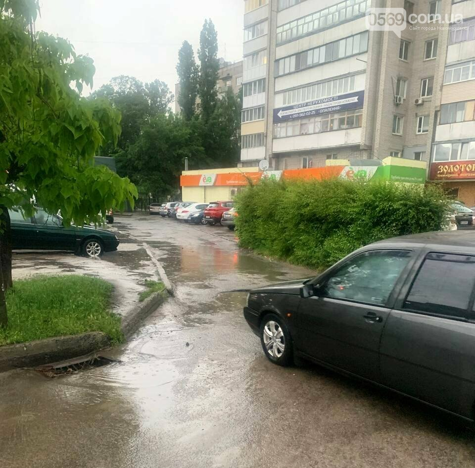 Комунальники три доби поспіль відкачували воду з вулиць Новомосковська, фото-2