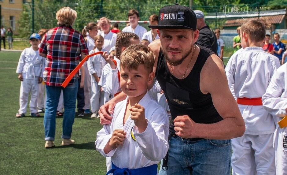 Зустріч відбулася! У Новомосковську почесним гостем «Зарядки з чемпіоном» став Денис Берінчик, фото-3