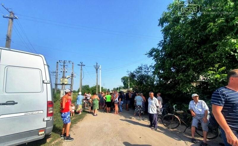 Кулебівчани у Новомосковську блокували роботу ДТЕКу по заміні на мікрорайоні електромереж: що обурило людей, фото-1