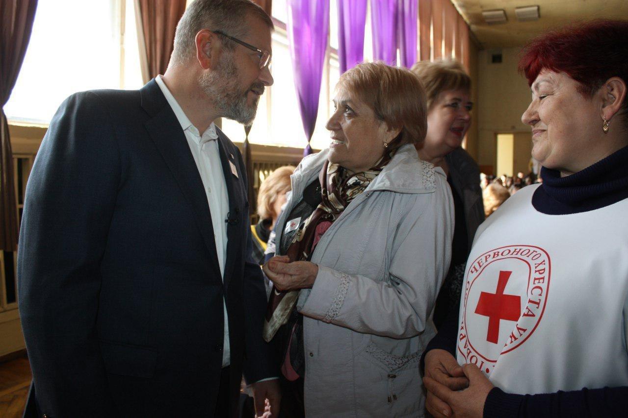 Вилкул совместно с сотрудниками и волонтерами Красного Креста Украины подвел итоги четырех лет совместной помощи людям, фото-1