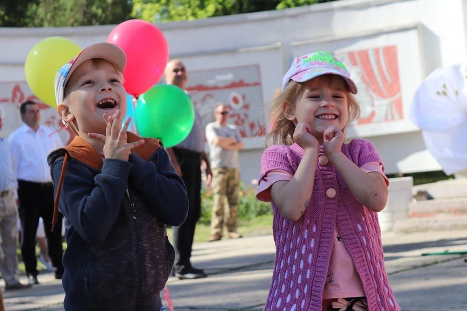Ко Дню защиты детей команда Александра Вилкула подарила тысячам маленьких жителей Днепропетровщины веселые праздники (фото), фото-3