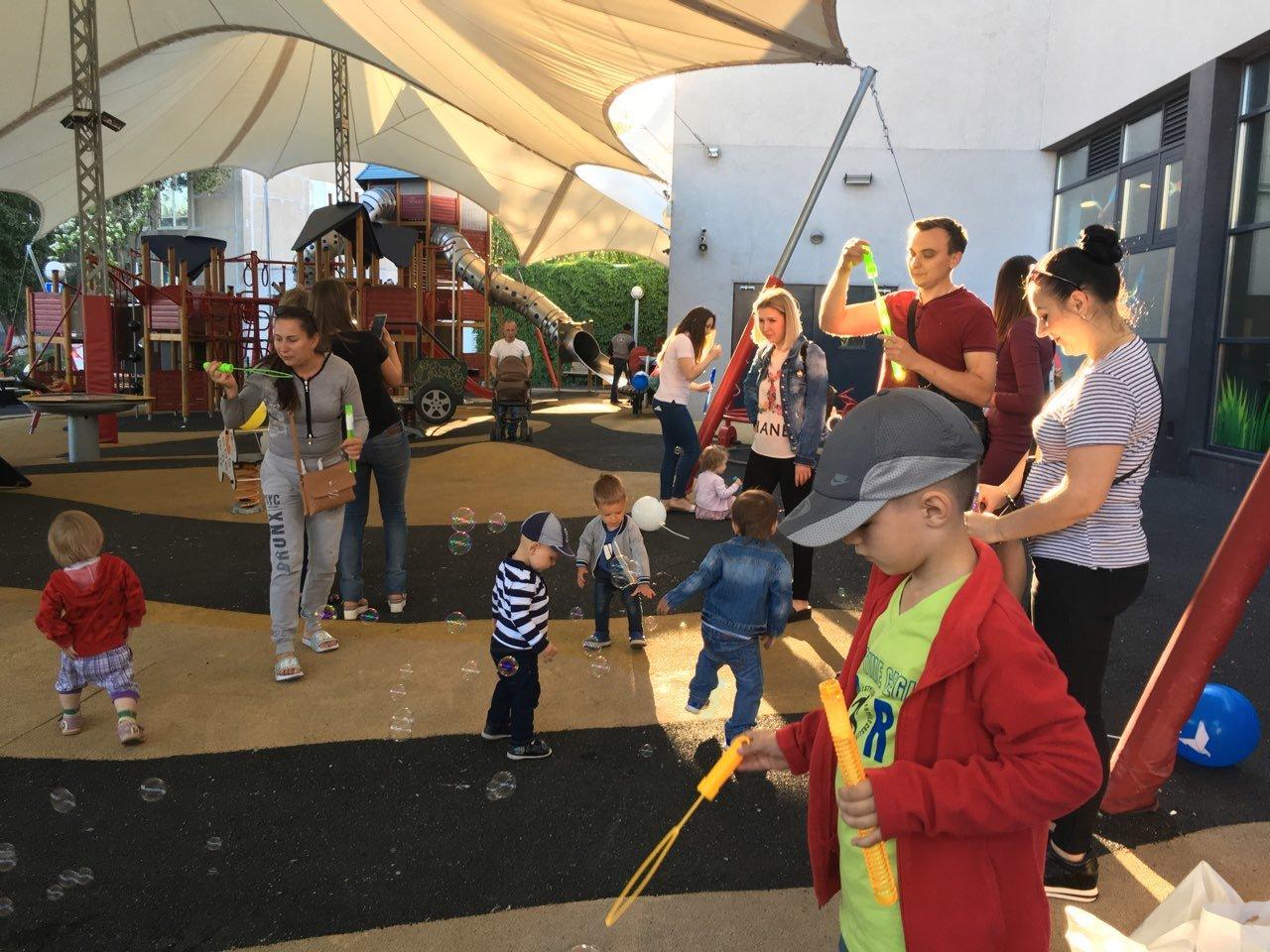 Ко Дню защиты детей команда Александра Вилкула подарила тысячам маленьких жителей Днепропетровщины веселые праздники (фото), фото-8