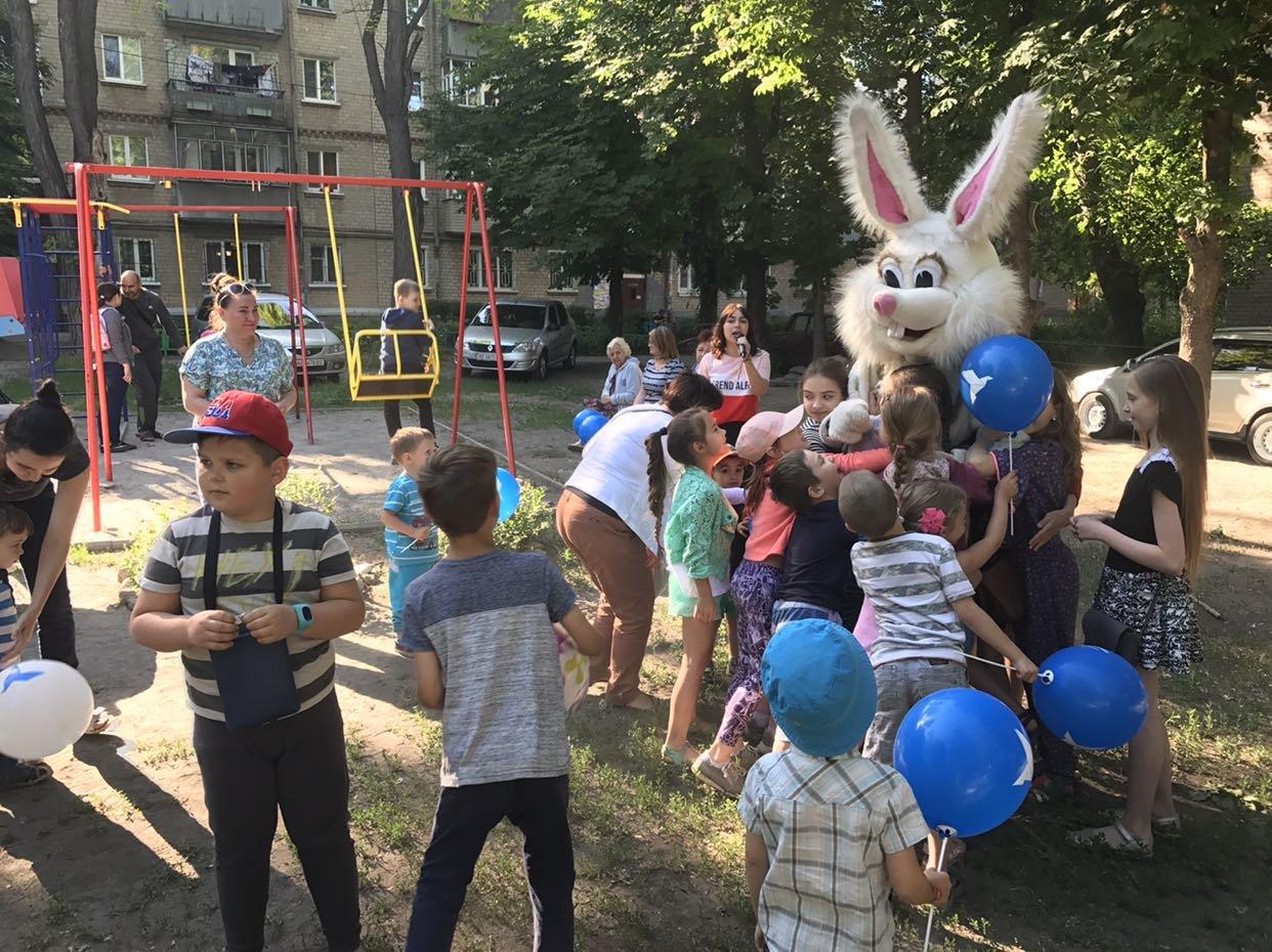 Ко Дню защиты детей команда Александра Вилкула подарила тысячам маленьких жителей Днепропетровщины веселые праздники (фото), фото-7