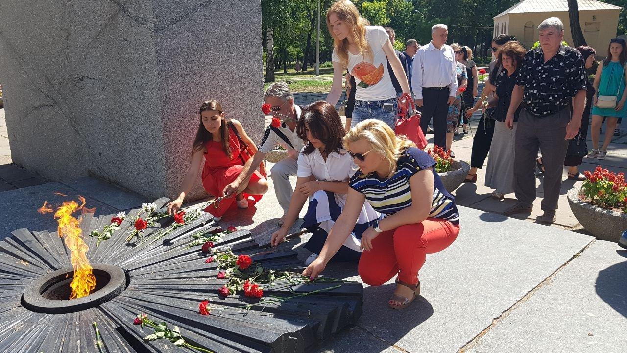 На Днепропетровщине команда Александра Вилкула почтила память павших в Великой Отечественной войне, фото-1