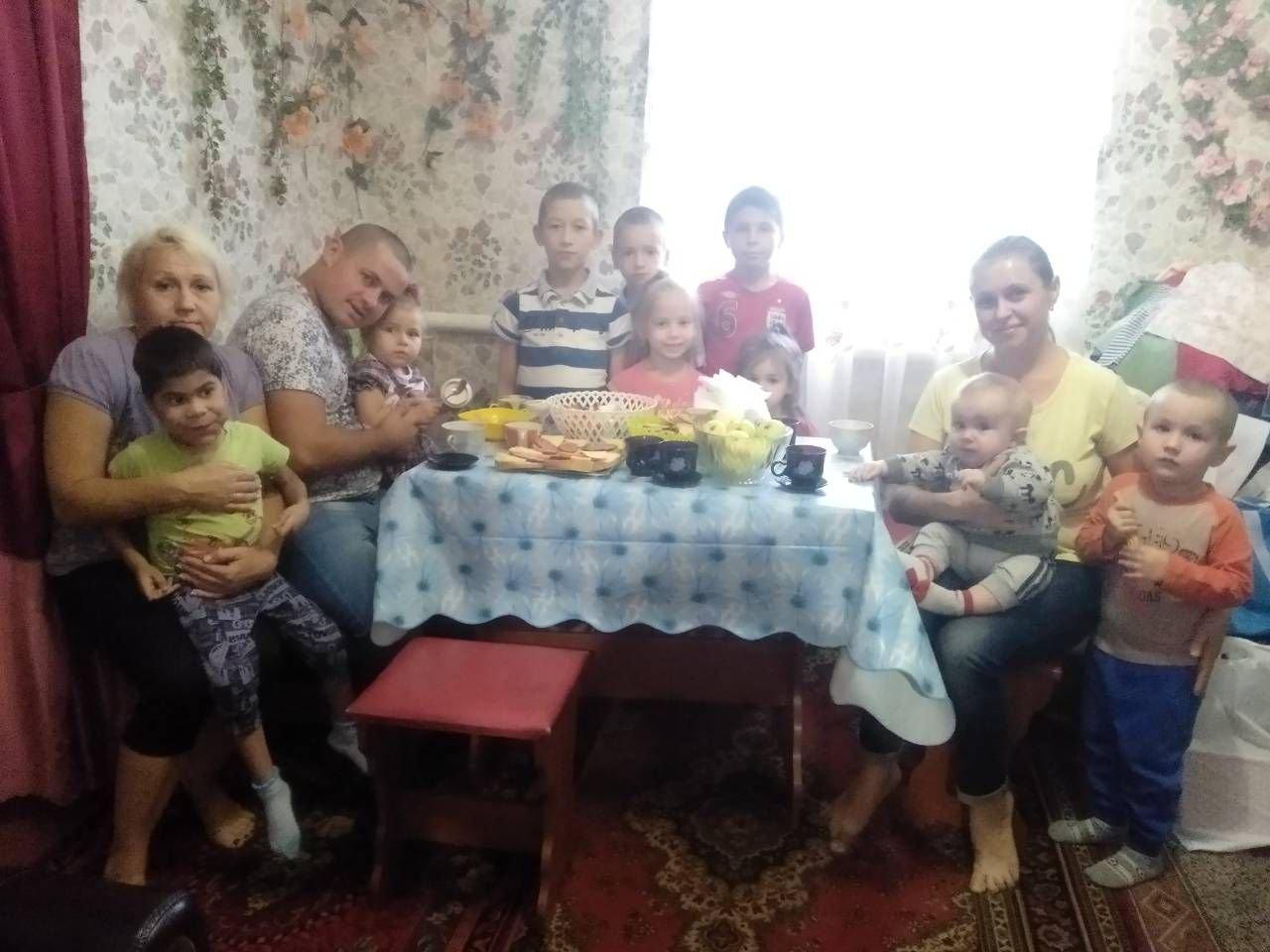 Фонд Вилкула продолжает помогать детским домам семейного типа, многодетным и приемным семьям, фото-1