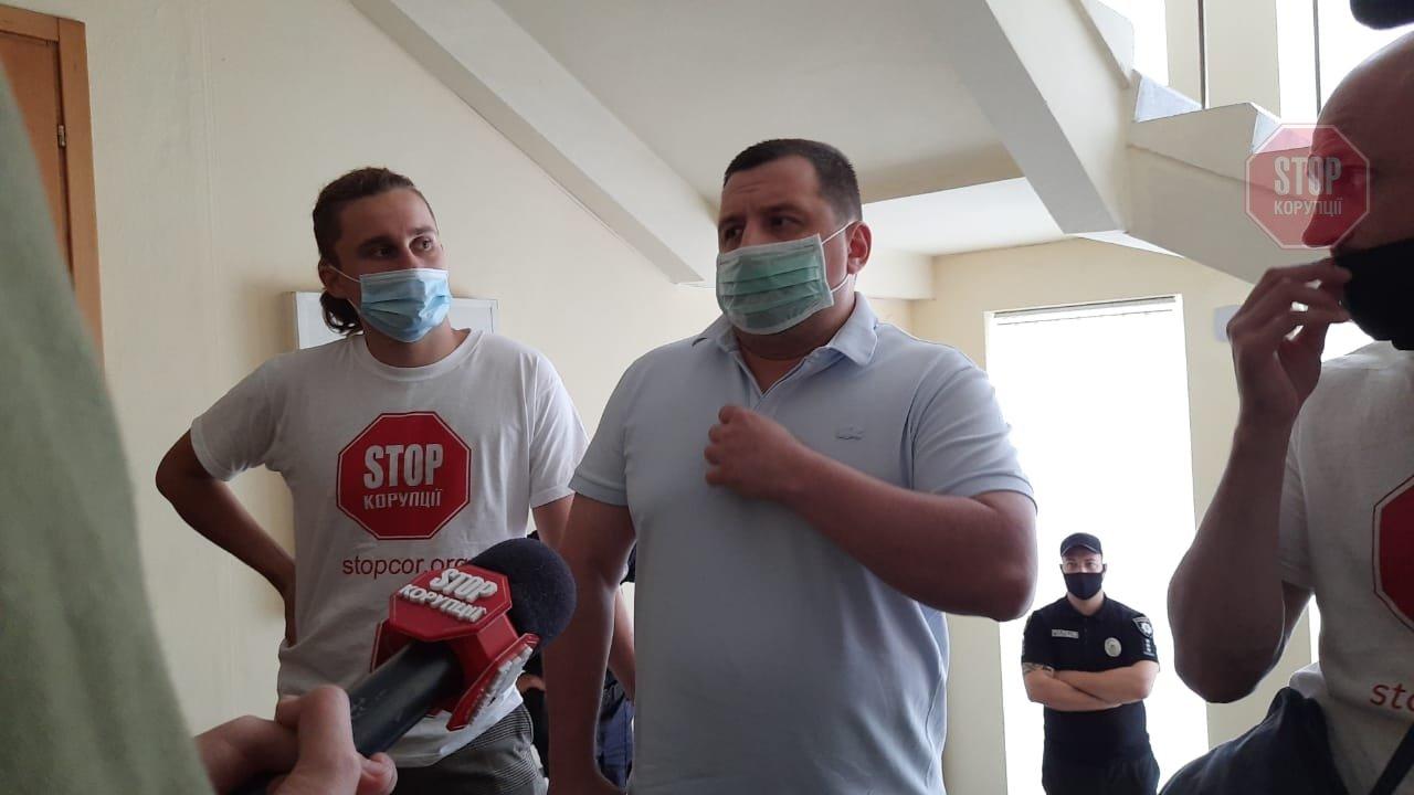 На Дніпропетровщині десяток поліцейських з автоматами захищали мера від журналістів, фото-1