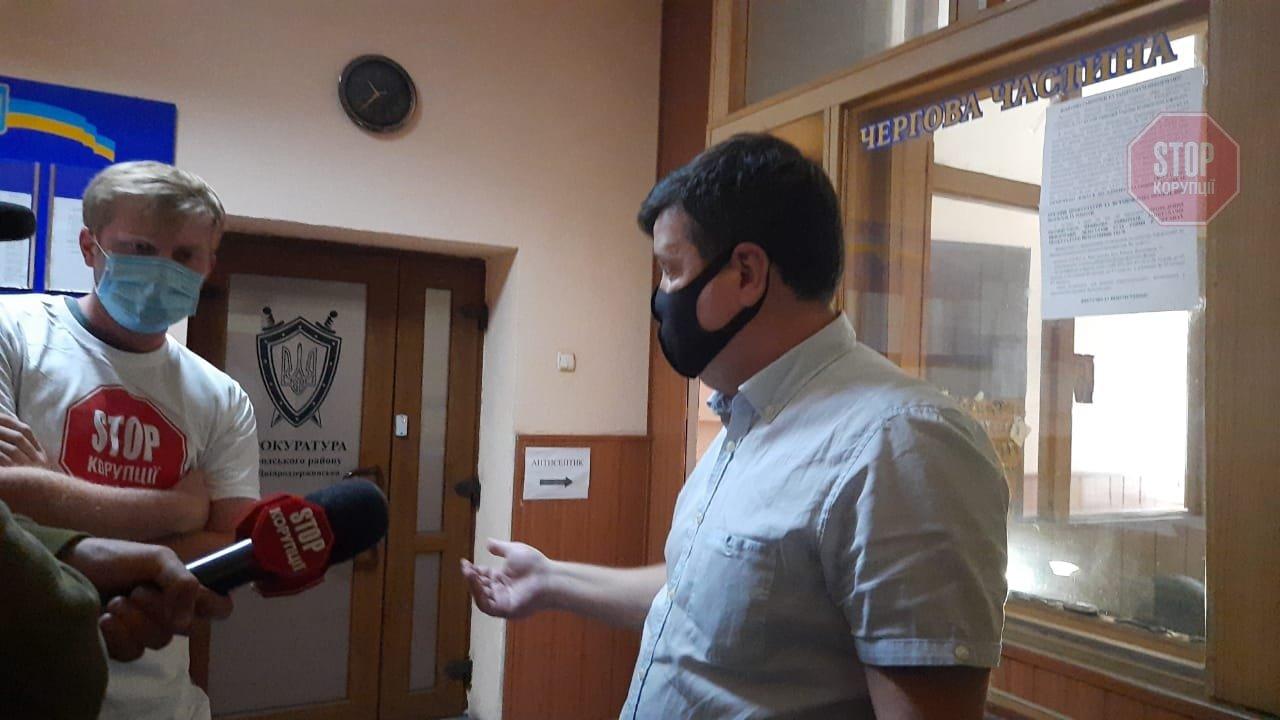 На Дніпропетровщині десяток поліцейських з автоматами захищали мера від журналістів, фото-4